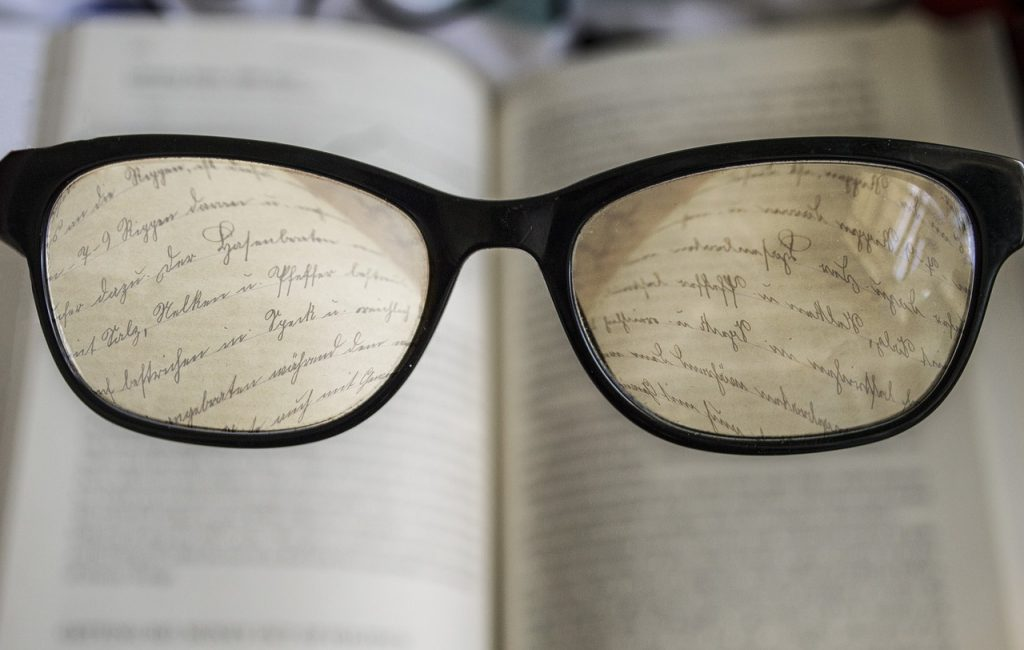https://pixabay.com/en/glasses-reading-book-read-2304187/