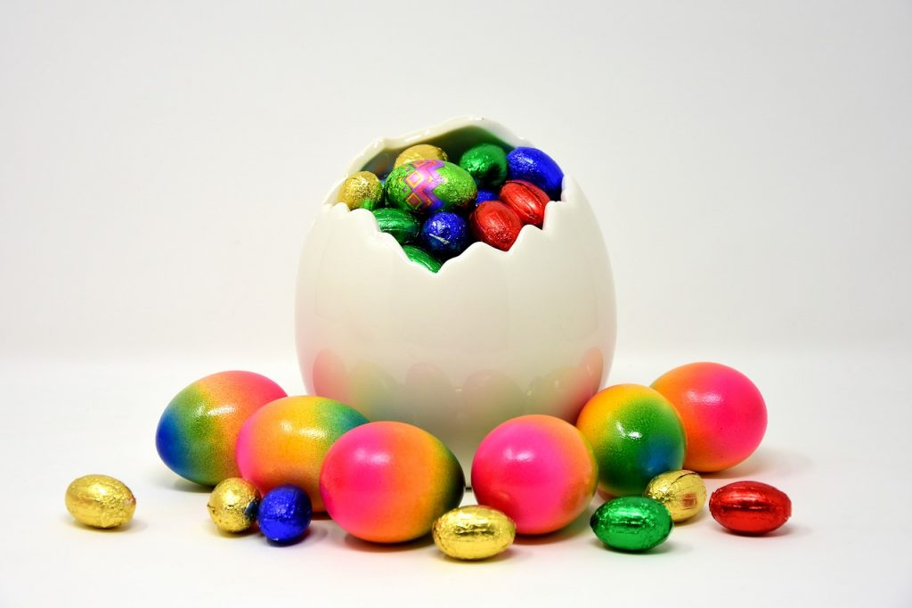https://pixabay.com/en/easter-easter-eggs-colored-colorful-3274047/